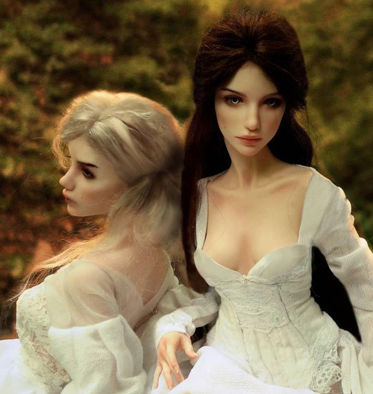 12. Блондинка или брюнетка, мы не можем решить, какая из них более совершенна.