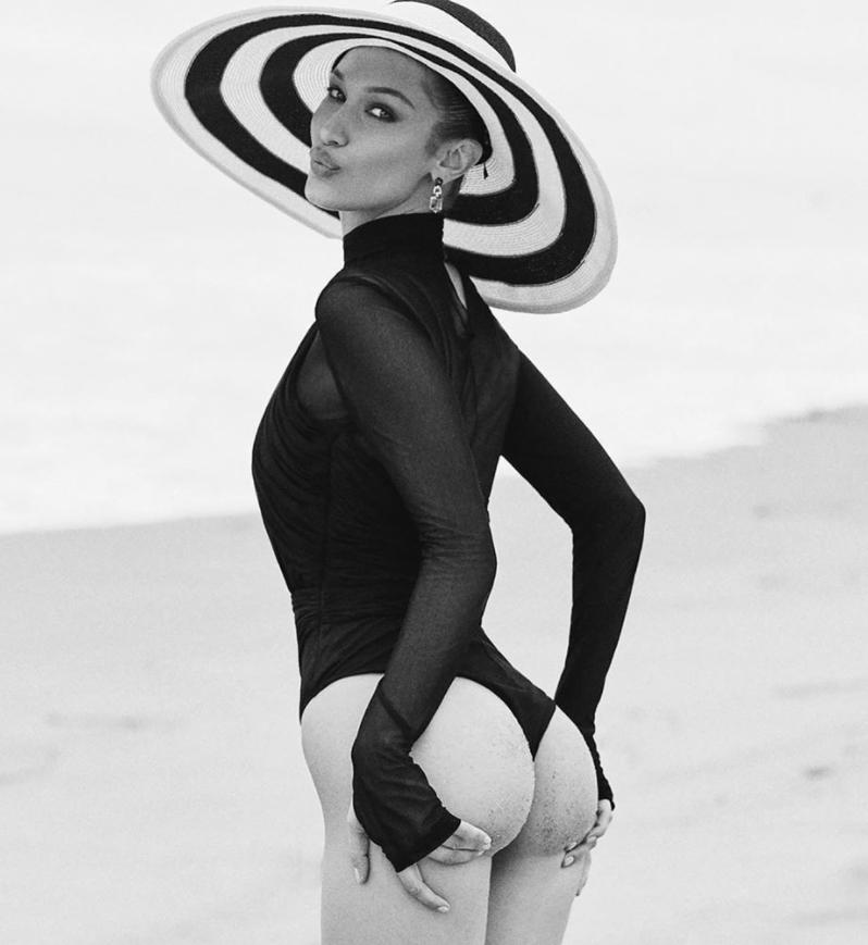 Белла Хадид в купальнике на пляже