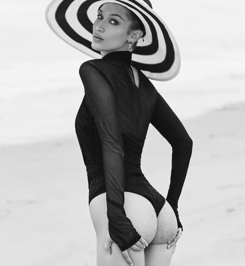 Белла Хадид в купальнике в шляпе