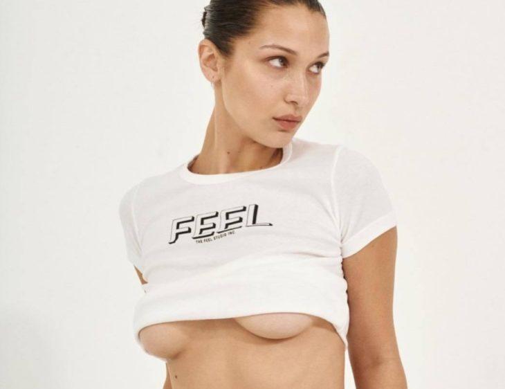 Сексуальная грудь Беллы Хадид в короткой майке