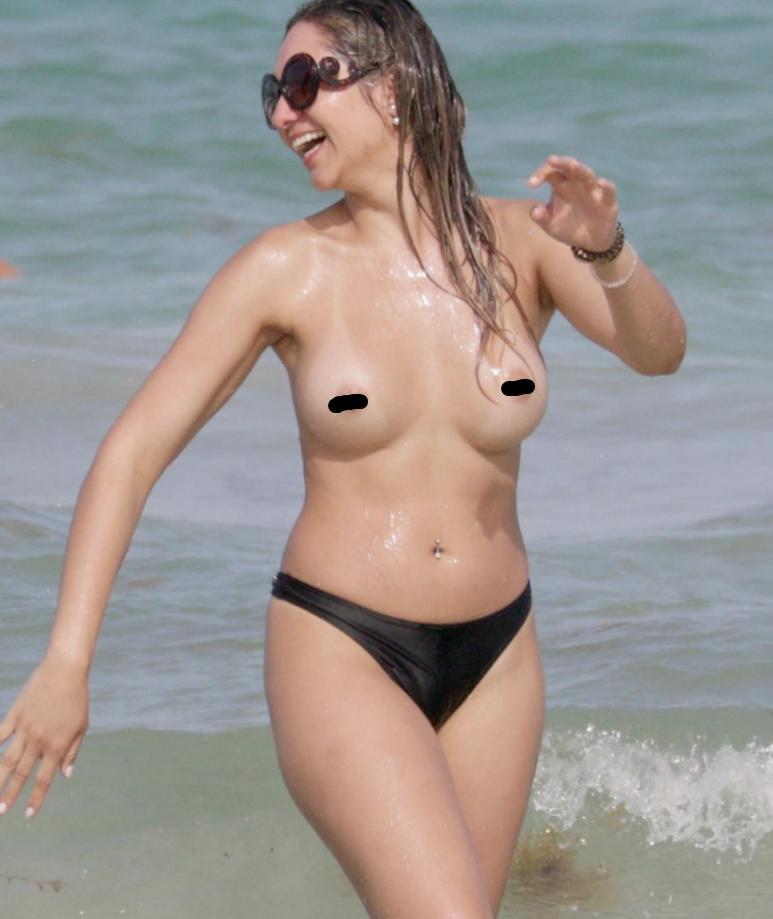 Актрисы расслабляются на пляже (4)