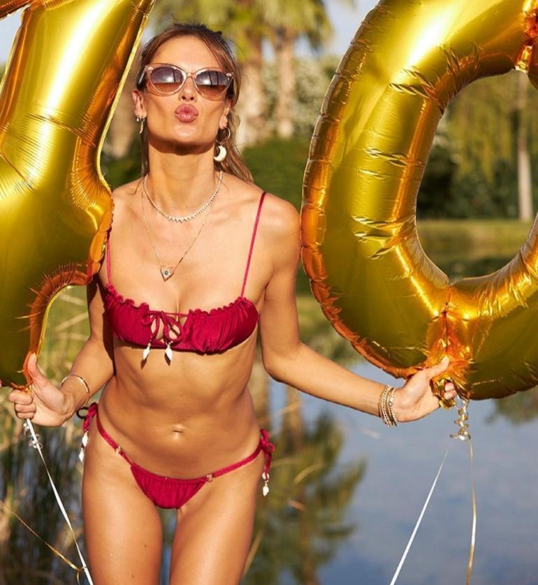 Alessandra ambrosio отпраздновала своё 40-летие (секси фото)