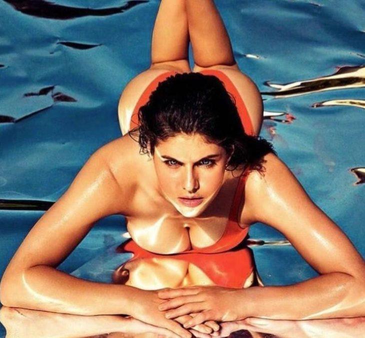 Alexandra daddario в купальнике (10)