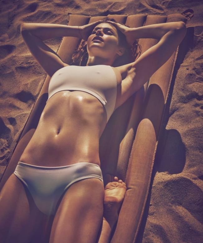 Alexandra daddario в купальнике (2)