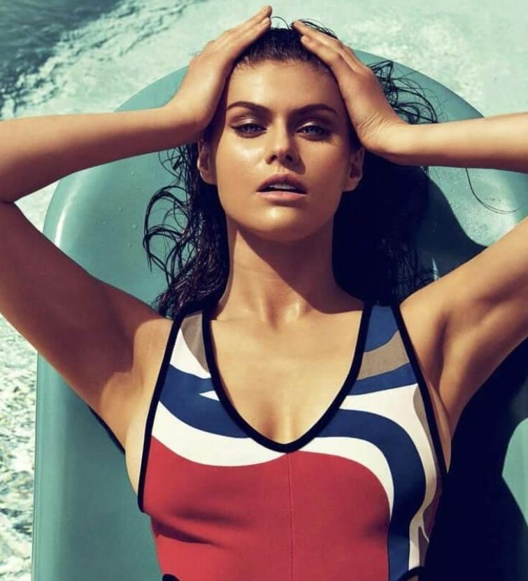 Alexandra daddario в купальнике (5)