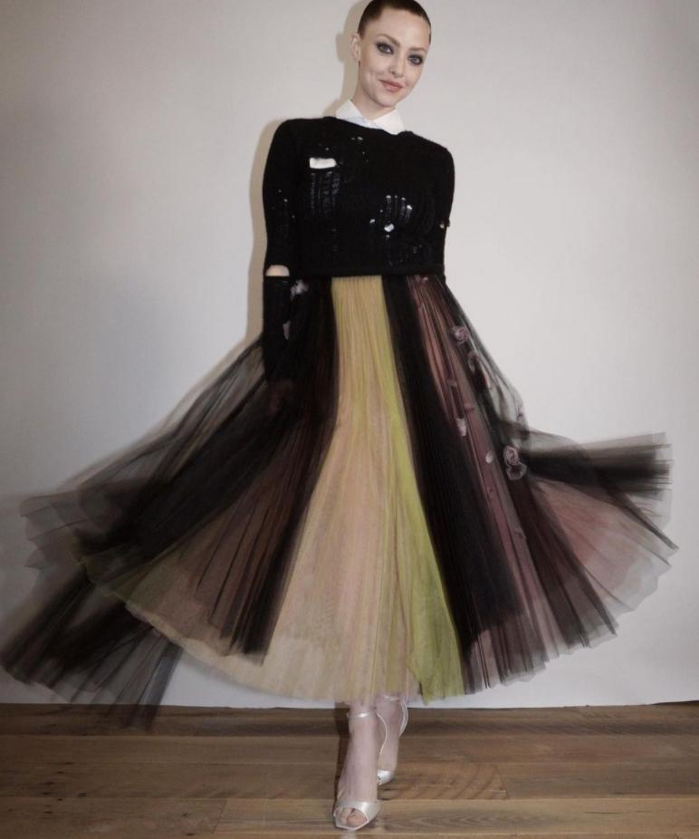 Аманда сайфред в роскошном платье для премьеры netflix