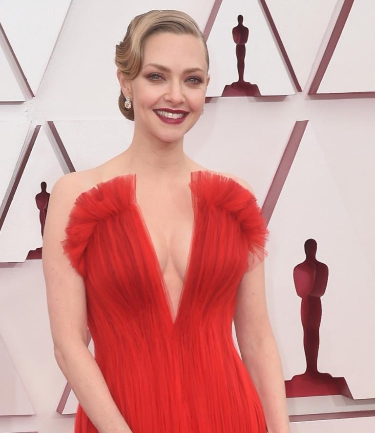 Amanda seyfried в красном платье на вручении наград academy awards (фото)