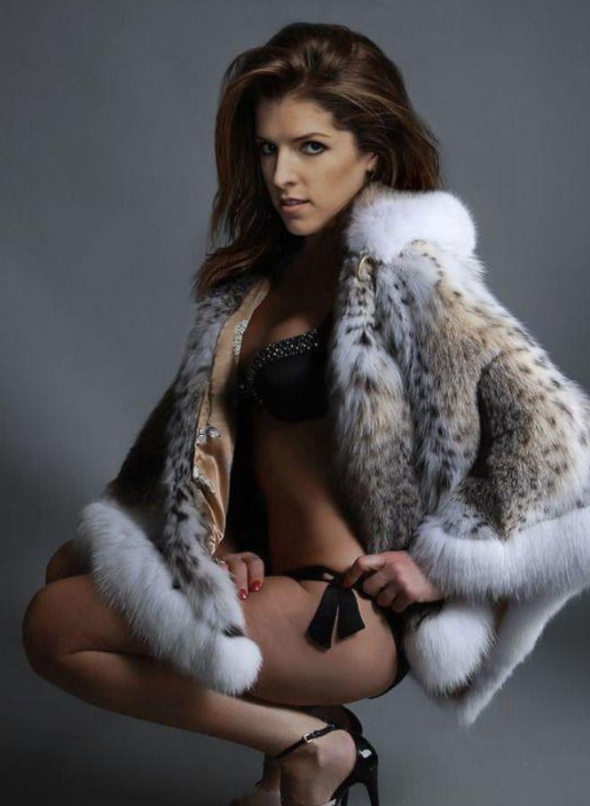 Anna kendrick sexy pics (1)