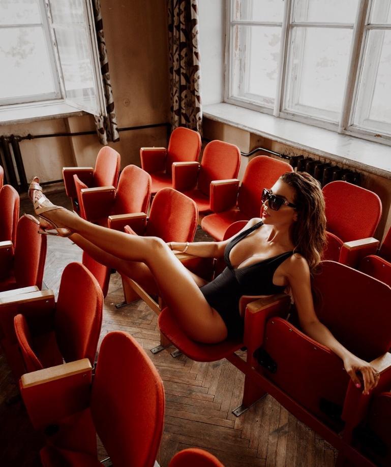 Анна седокова эро фото ню в откровенных позах (8)