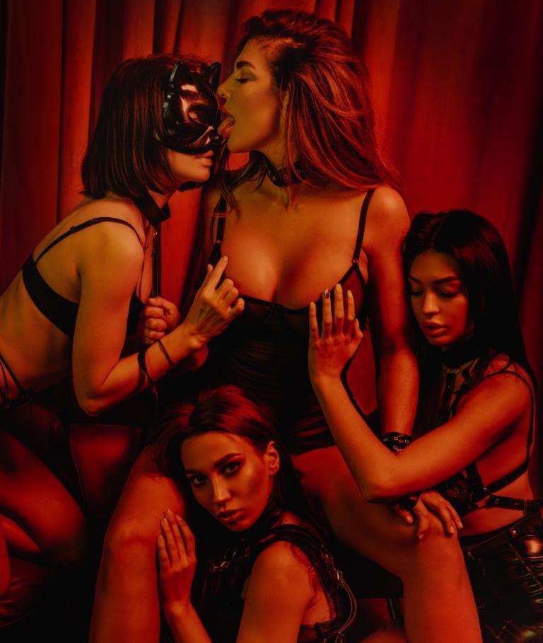 Анна седокова секси фото с голыми подружками (3)
