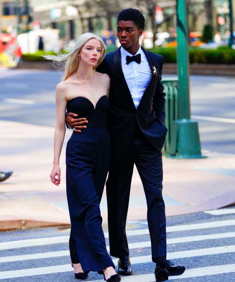 Аня тейлор-джой в строгом чёрном наряде для tiffany & co (фото)