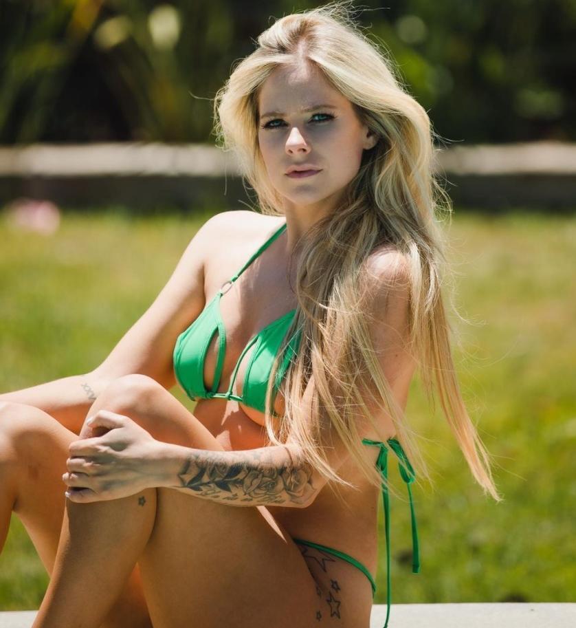 avril lavigne hot bikini photo 6 Знаменитости 10