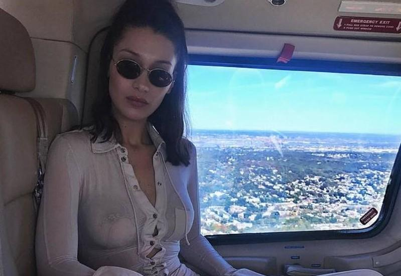 Bella Hadid в прозрачной рубашке в самолёте