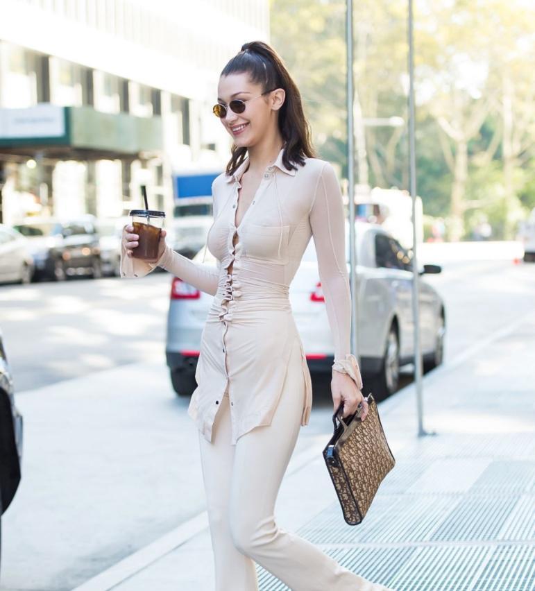 Bella Hadid в прозрачной рубашке