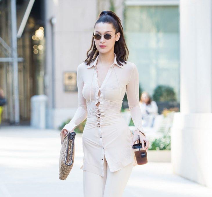 Bella Hadid в прозрачной рубашке не стесняется
