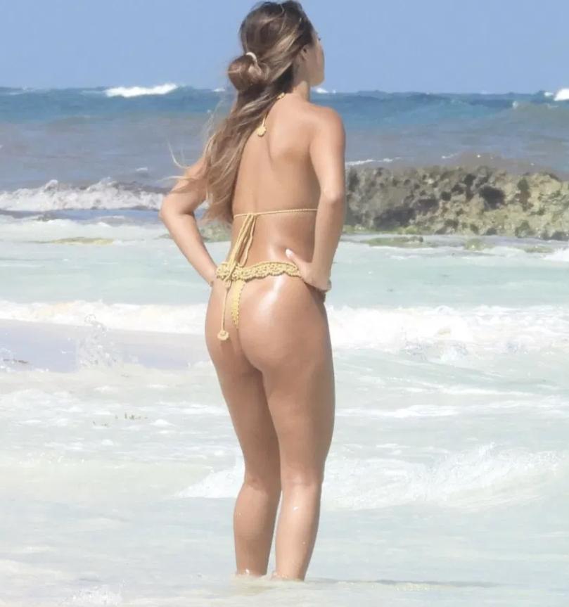 Сексуальная desiree schlotz в купальнике на пляже в тулуме