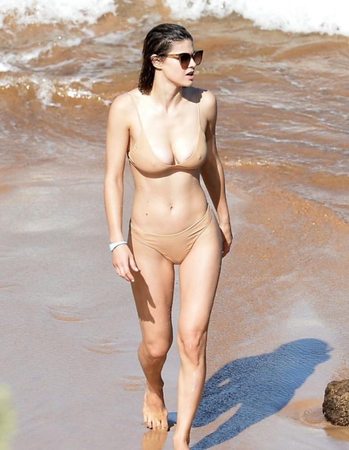 Девушка на пляже (2)