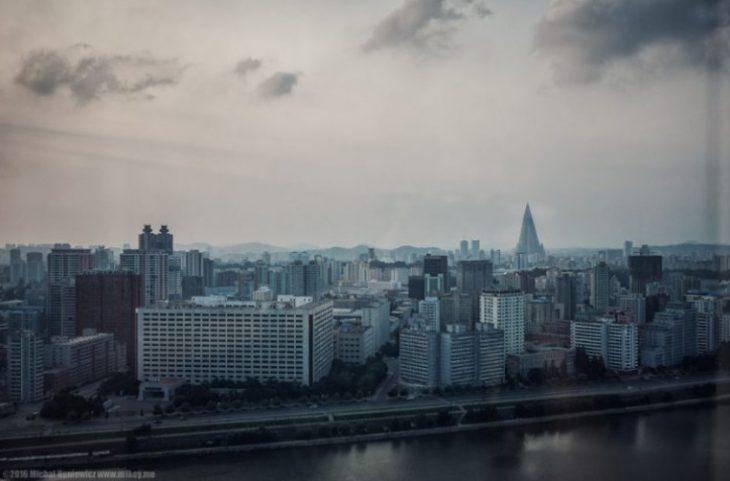 28 незаконных фото из северной кореи, которые ким чен ын не хочет, чтобы мы видели