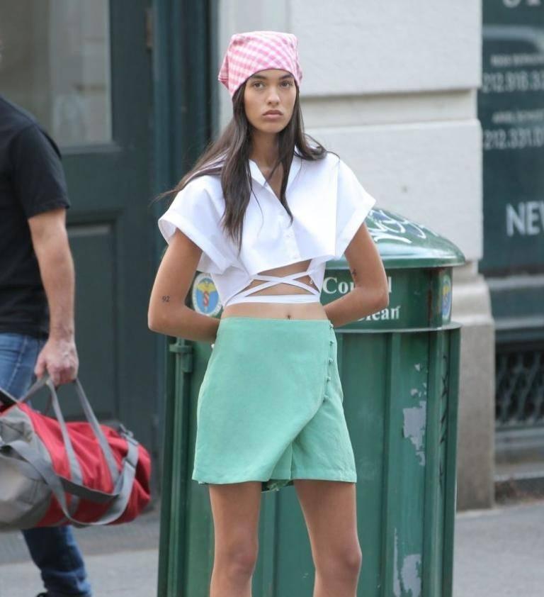 Grace valentine на съёмках в нью-йорке: во что она одета