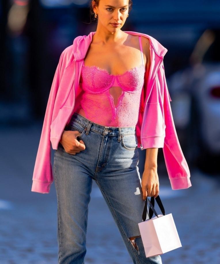 Ирина шейк в сексуальном розовом корсете victoria secret (фото)