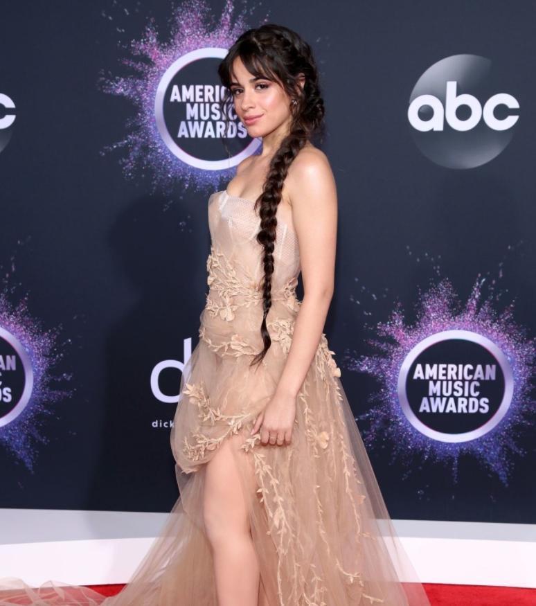 Camila cabello в сексуальном платье на вручении наград american music awards