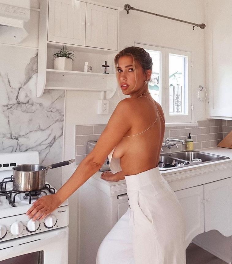 Кара дель торо без одежды в лифчиках и трусиках, горячие фото (10)
