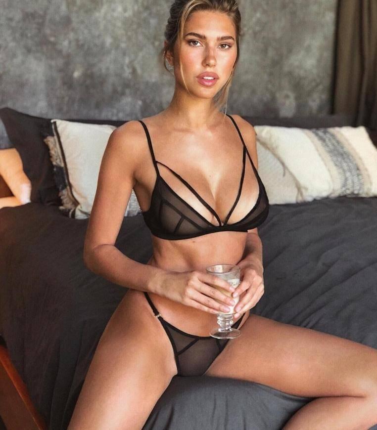 Кара дель торо без одежды в лифчиках и трусиках, горячие фото (2)