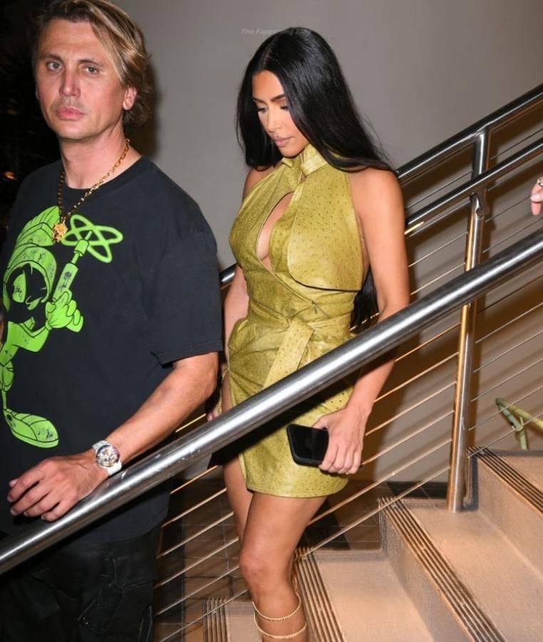 kim kardashian v plate 11 Знаменитости 23