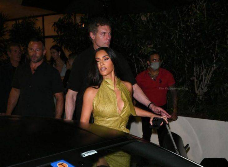 kim kardashian v plate 9 Знаменитости 27