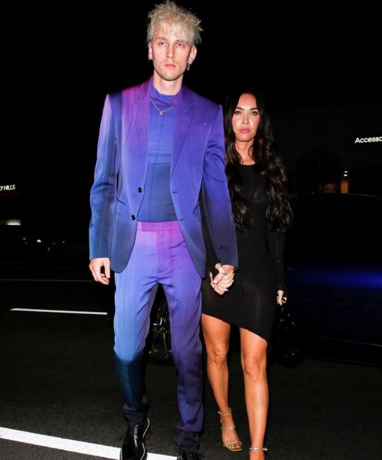 Меган фокс в сексуальном чёрном платье с новым бойфрендом колсоном бэйкером