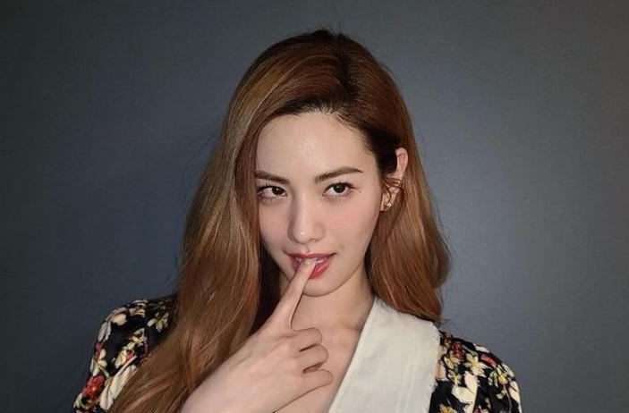 Nana (jin ah, jin a)