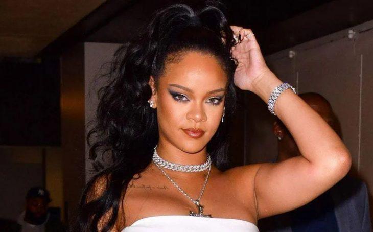 Очень красивая и сексуальная певица Rihanna