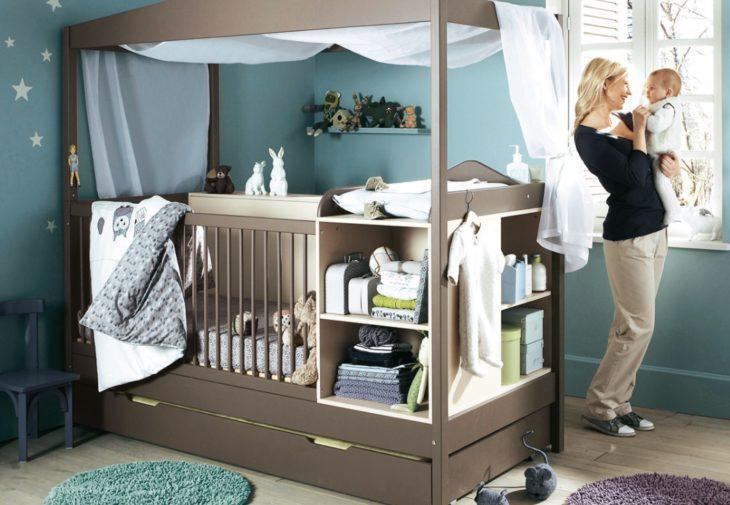 Родители выбирают детскую кроватку 1