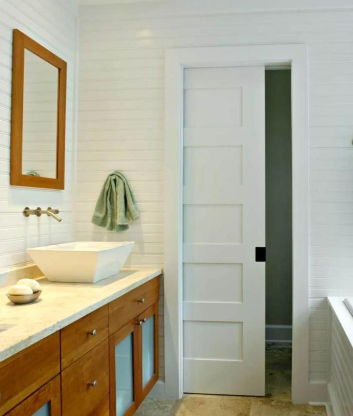 Замена распашной двери в ванной
