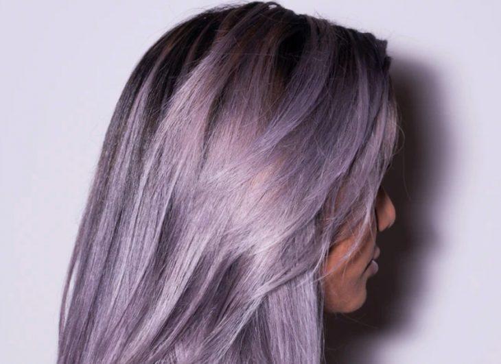 девушка с сиреневыми волосами