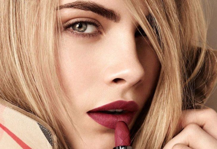 макияж для зелёных глаз блондинок