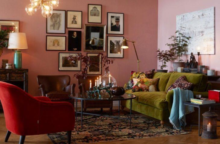 Гостиная в розовом, бордовом и красном цветах