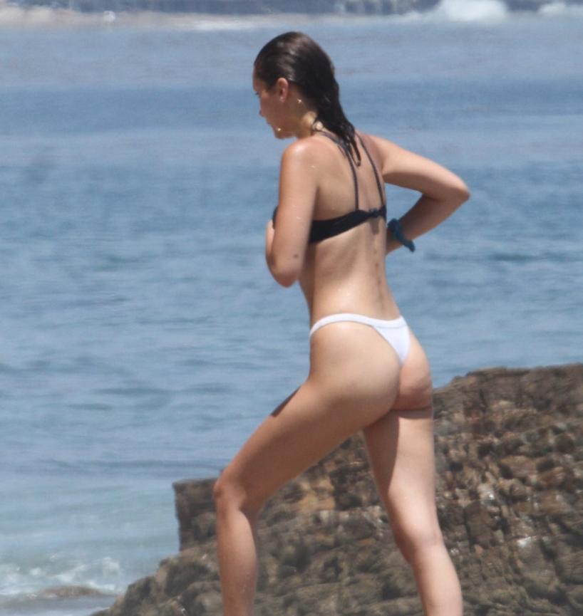 Секси Bella Hadid в купальнике была поймана на пляже