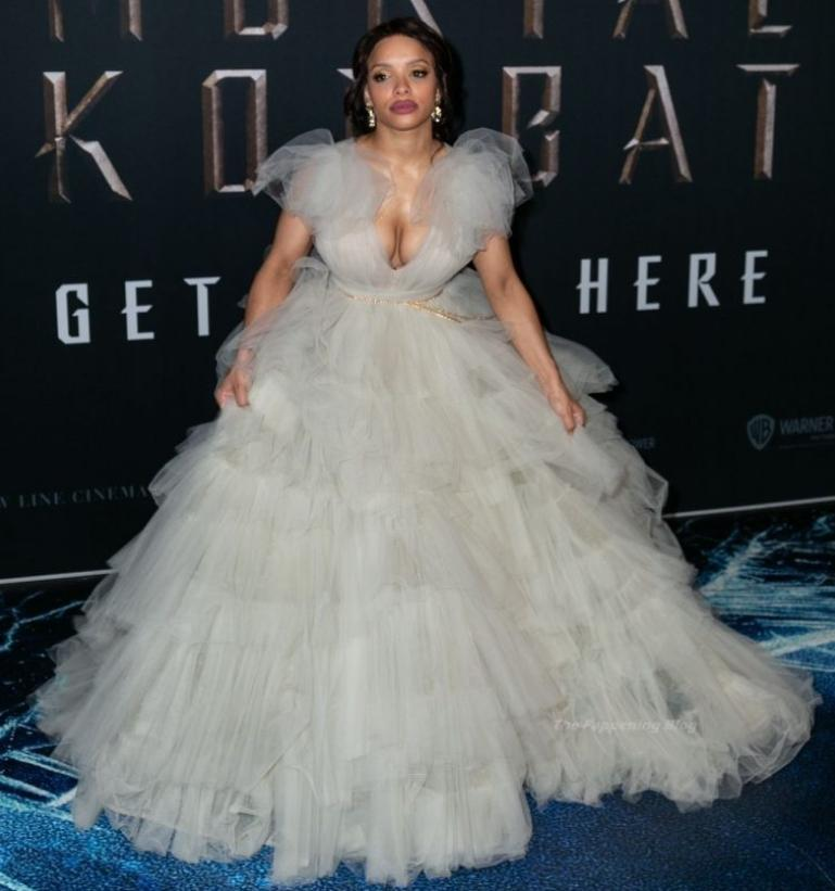Sisi stringer в шикарном белом платье на премьере mortal kombat (фото)