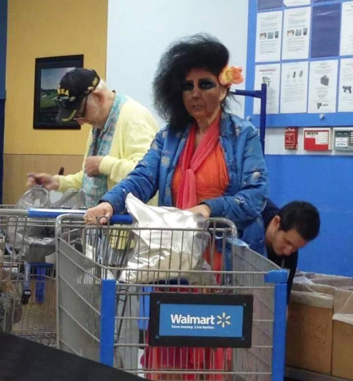 Смешные люди в магазинах (5)