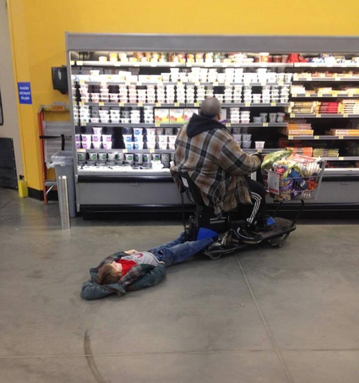 Смешные люди в магазинах (6)