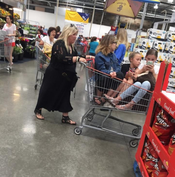Странные люди в супермаркете (5)