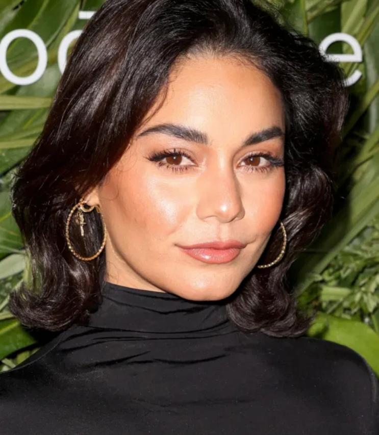 Ванесса хадженс в сексуальном платье посетила вечеринку в майами