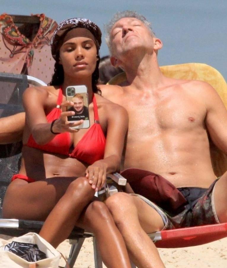 Венсан кассель и тина кунаки на пляже в бразилии (фото)