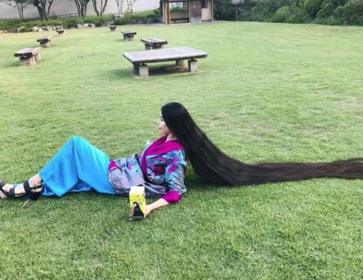 Японка с длинными волосами (5)